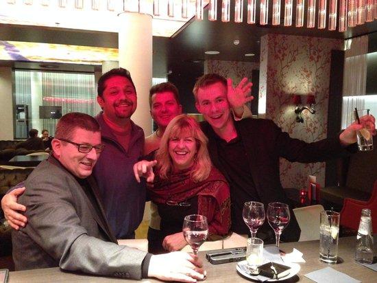 Park Plaza Amsterdam Airport: The Bar and making new friends