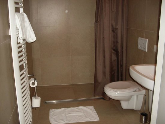 Hotel Bigarre: Salle de bains