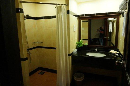 Pandanus Resort: Ванная комната в номере