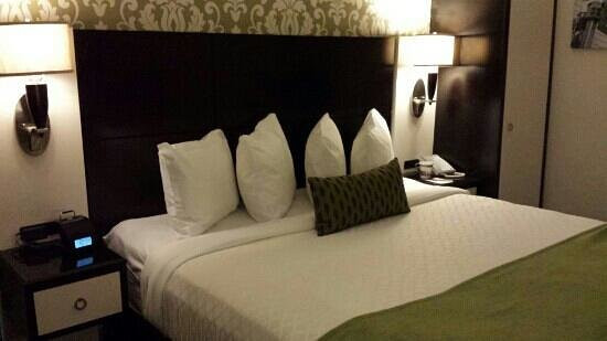 Best Western Premier Herald Square: king bed