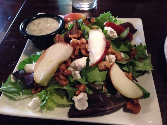 Corgans' Publick House: Candied walnut and goat cheese salad
