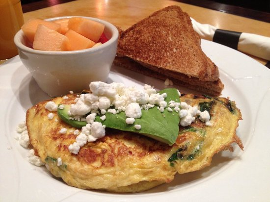 Cafe Epi: Goat cheese, spinach, tomatoes omelette