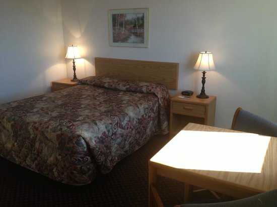 Travelodge Deer Lodge Montana: Standard queen room
