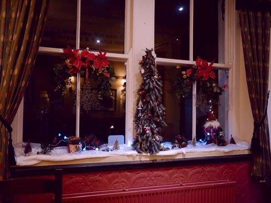 The Albert: christmas dec,s
