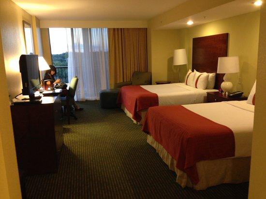 Holiday Inn Orlando – Disney Springs Area: Our room!