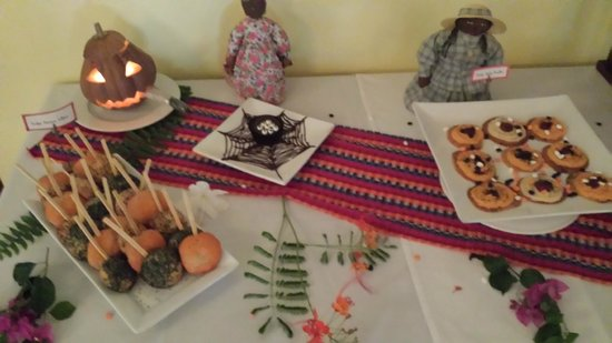 Hamanasi Adventure and Dive Resort: Halloween food  display sweets for the afternoon