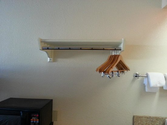 Red Roof Inn Pensacola - West Florida Hospital: Closet Bar with hangers