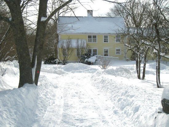 Stonecroft Country Inn : 2013 Snow Storm