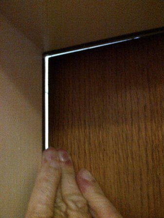 Hotel Villa Orient : Gap in bedroom door from stairwell exposed with a finger push - smoke and room security concerns