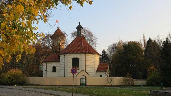 Zamek Biskupow Plockich: Часовня рядом с замком