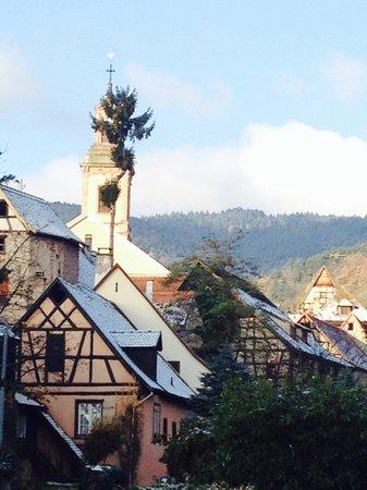 BEST WESTERN Hotel le Schoenenbourg : Visão da vila pela janela do quarto