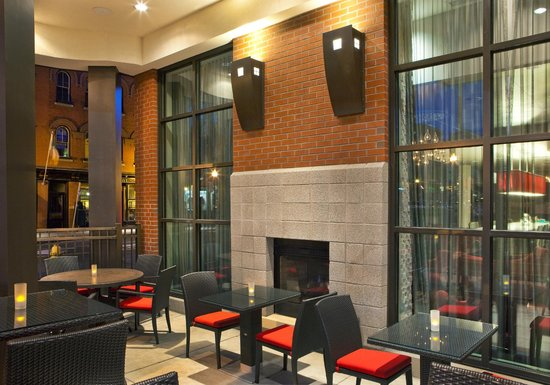 Residence Inn Syracuse Downtown at Armory Square: Enjoy Downtown with Outdoor Seating