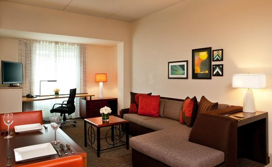 Residence Inn Syracuse Downtown at Armory Square: Separate Areas for Work, Sleep and Dining