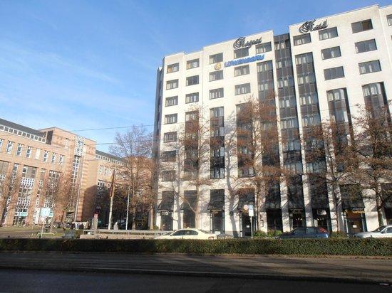 Hotel Regent: EDIFICIO SINGULAR FÀCILMENTE IDENTIFICABLE