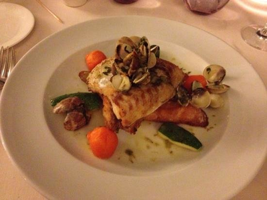Restaurante Shis: Sea bream with a seafood broth