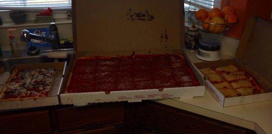 Corropolese Bakery and Deli: Yummy tomato pie.