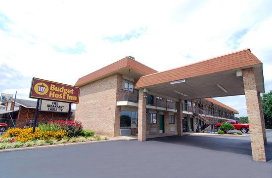 Budget Host Inn: Side Exterior
