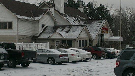 Hawthorn Suites by Wyndham Troy MI : It was a snow day