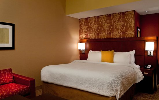 Courtyard Syracuse Downtown at Armory Square: Spacious rooms perfect for business travelers