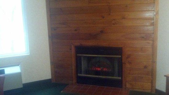 Baymont Inn & Suites Bartonsville Poconos : room