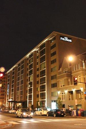 Kimpton Hotel Palomar Washington DC: Evening shot of the front of the Palomar
