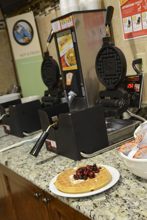 Country Inn & Suites By Carlson, Dundee: Breakfast Bar
