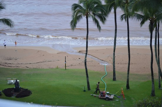 Marriott's Kaua'i Beach Club: Ocean dump