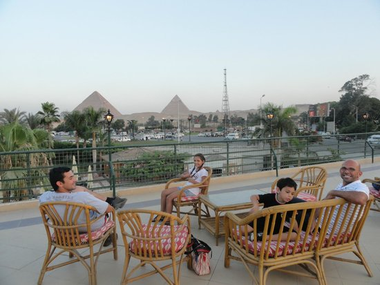 Mercure Cairo Le Sphinx : Terrrasa y Restaurante