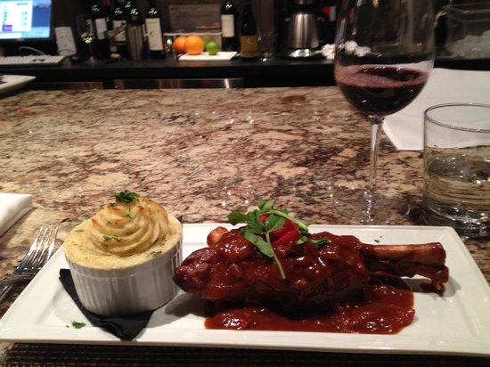 Somerville Wine Room & Bistro: Lamb Shank and potatoes