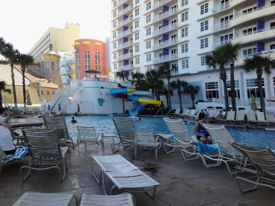 Wyndham Ocean Walk: Pool Area