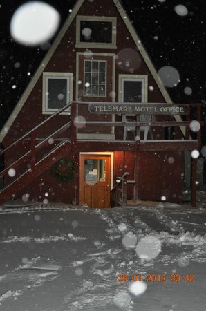 Telemark Motel: 1Bedroom a frame Suite with deck located above motel office
