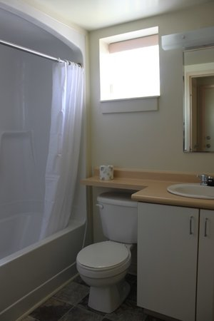 Grenfell Campus Summer Accommodations, Memorial University of Newfoundland: Chalet -Full Bathroom