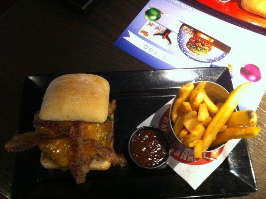 Red Robin Gourmet Burgers: Smoke and pepper burger