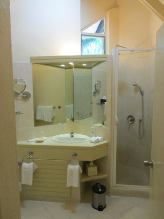 La Pirogue Resort & Spa-Mauritius: Ducha