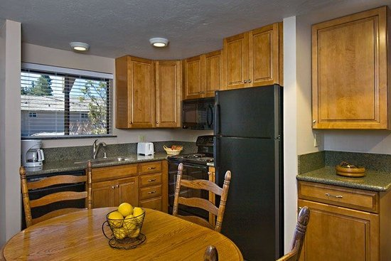 Tahoe Lakeshore Lodge and Spa: Condo kitchen sm