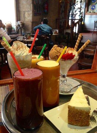 Cafe Bar Mandala: Zumos Batidos y Tartas