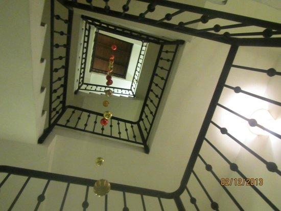 Antiguo Hotel Europa: escalera a las habitaciones decorada para Navidad