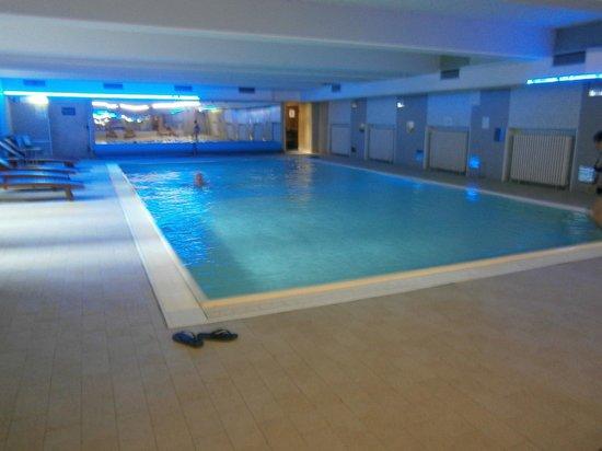 PLUS Berlin: Swimming pool