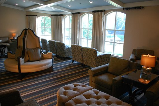 Chateau Elan Winery And Resort: waiting in the... waiting room at the spa!