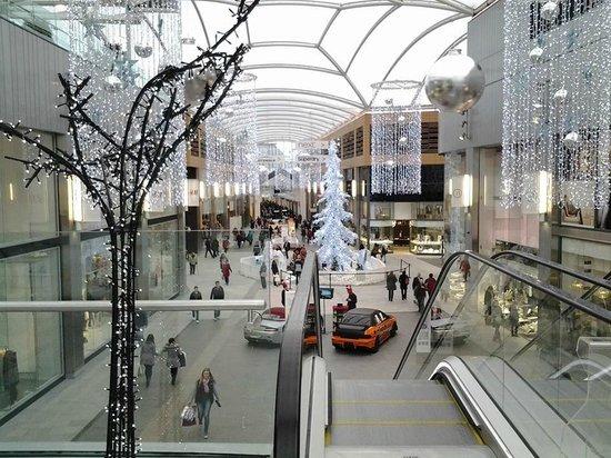 Travelodge Livingston: Shopping close at hand.