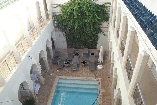 Riad Nashira & Spa : Patio interior piscina