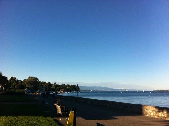 Lago de Ginebra: Вид на озеро и набережную