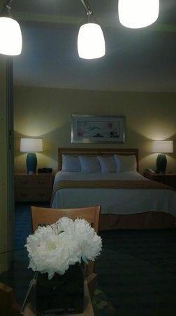 Solara Surfside Resort : Dining area looking into bedroom