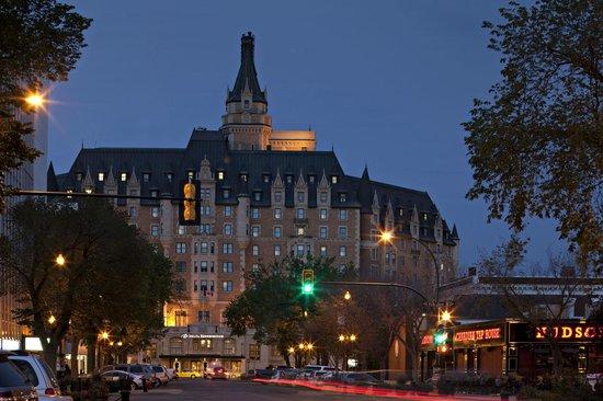 Delta Hotels Bessborough: Hotel at Dusk