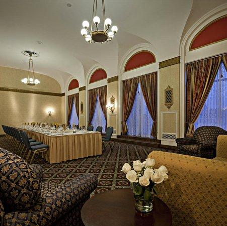 Delta Hotels Bessborough: Terrace Room