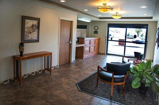 Baymont Inn & Suites Buffalo: Lobby Entrance