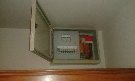 Travelodge Dublin City Centre, Rathmines : cuadro electrico en habitación