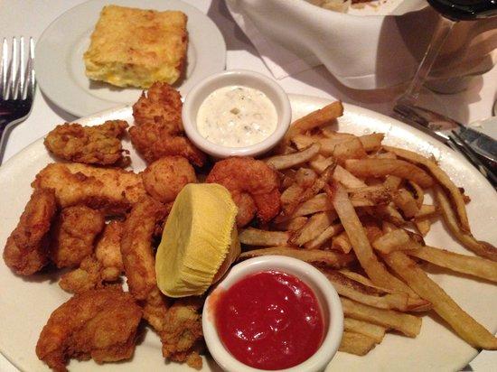 Atlantic Fish Company: Mix fried seafood