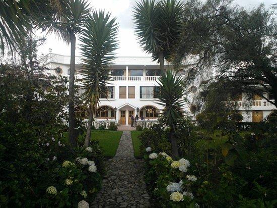 La Posada del Quinde: Hotel from garden