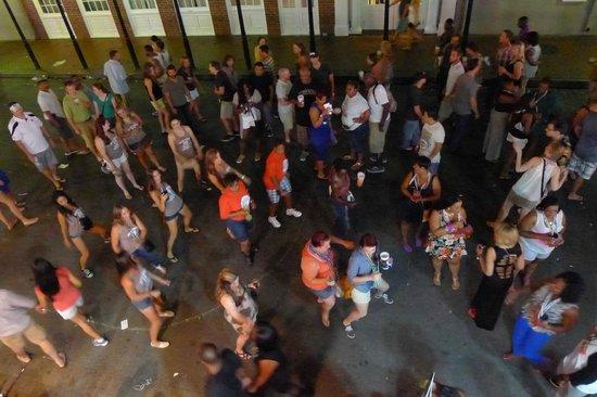 Bourbon Street: impromptu drunken dance choreography